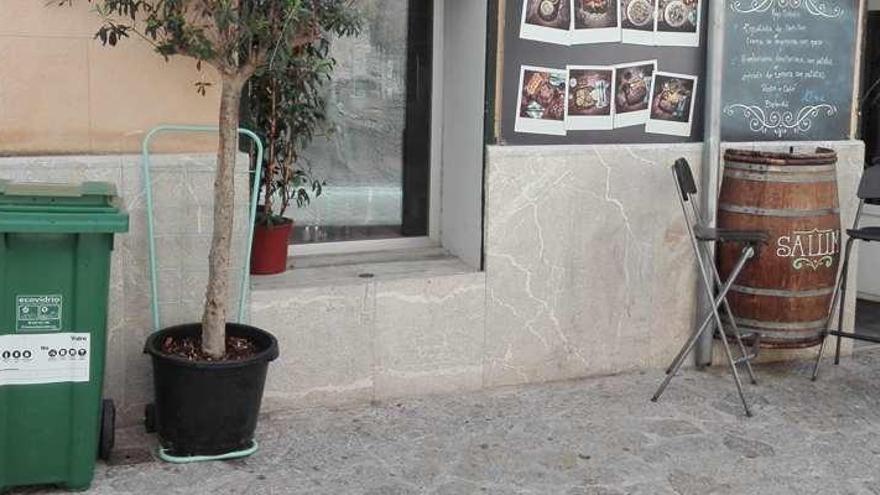 Ecovidrio y Emaya reparten 70 cubos verdes a bares y hoteles del centro de Palma