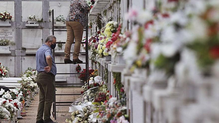 El Ayuntamiento de Avilés pide espaciar en los próximos días las visitas a los cementerios