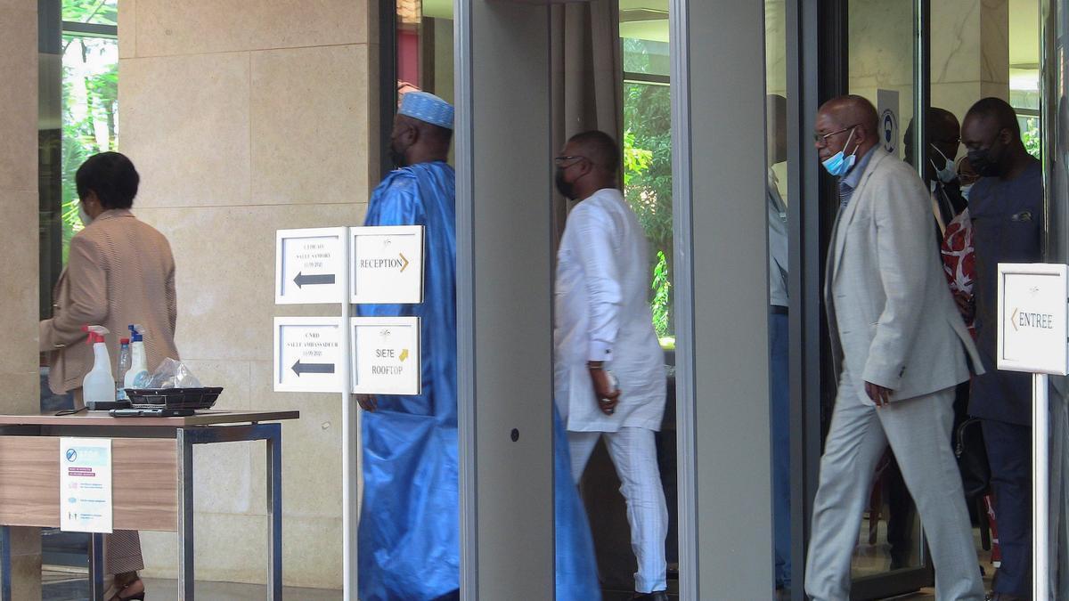 La junta militar de Guinea-Conakri rechaza liberar al presidente derrocado.