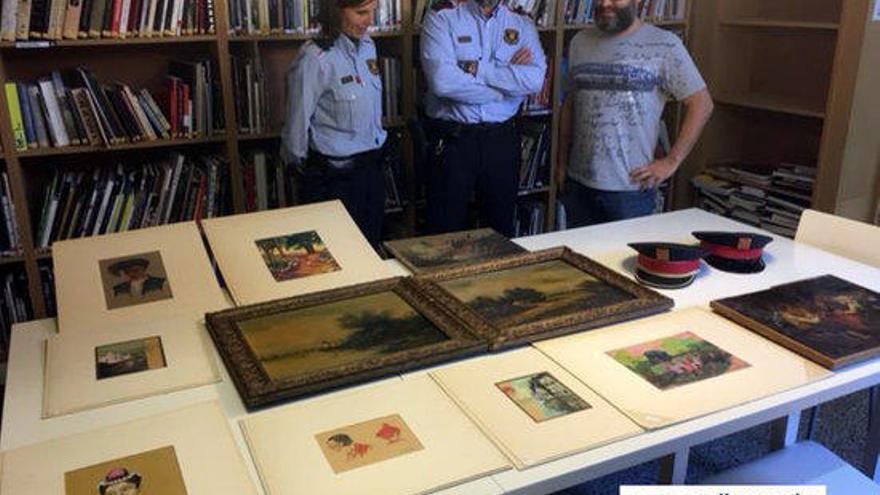Els Mossos donen una col·lecció de quadres al Museu de l'Empordà, comissats 14 anys enrere
