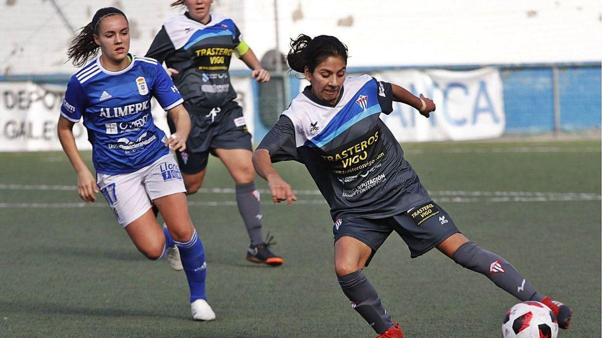 Mayra controla el balón durante un partido del Sárdoma.