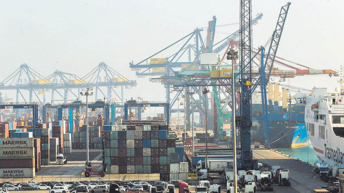El tráfico portuario alcanza cifras previas a la pandemia por el tirón del comercio exterior