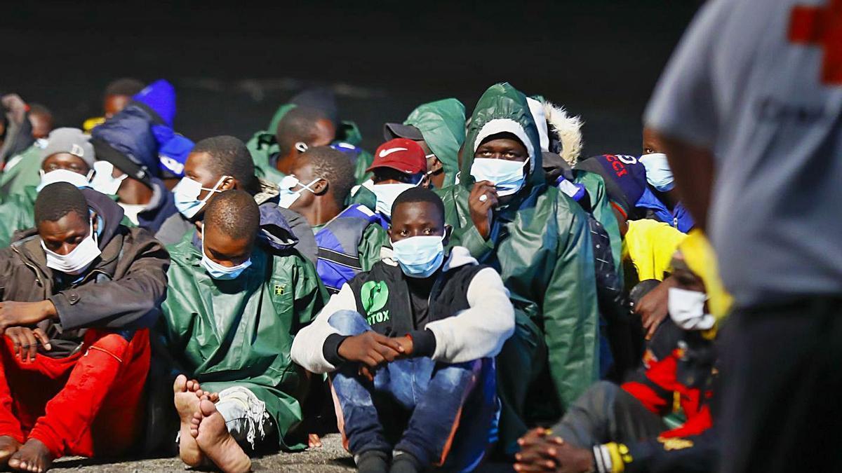 Migrantes que llegaron a Arguineguín en los últimos días.