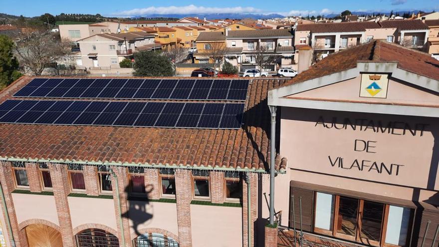 Vilafant estrena plaques fotovoltaiques en el teulat de l'Ajuntament