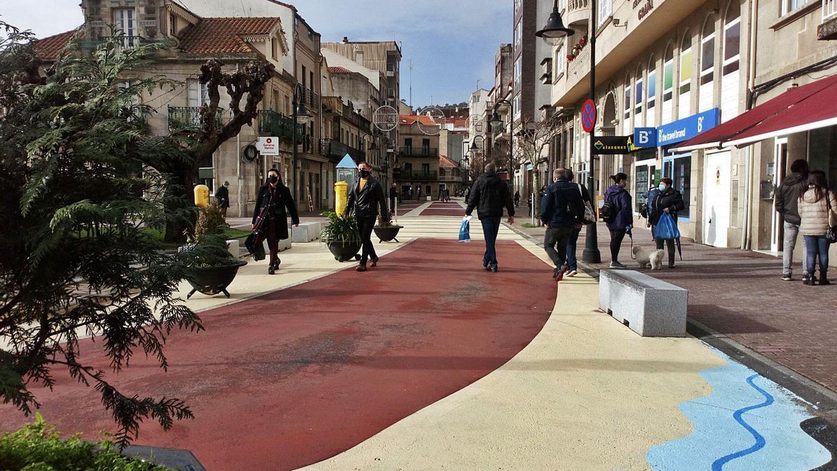 La nueva imagen que luce la calle Méndez Núñez, en el centro  de Cangas.  | //  G. NÚÑEZ