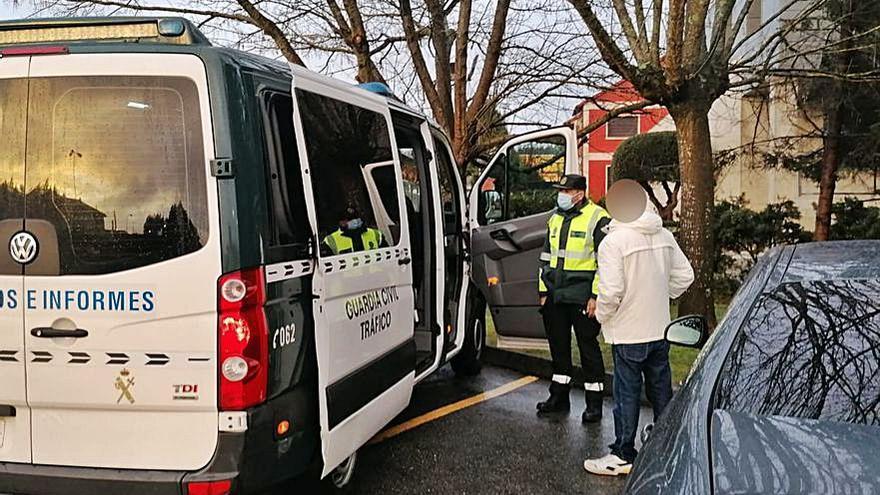 Un conductor de Sanxenxo, identificado por tercera vez sin carné y dando positivo
