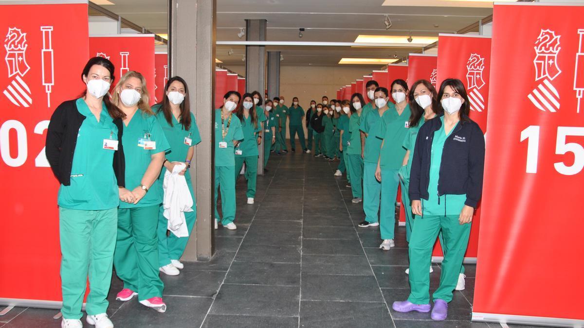 Personal sanitario en el Auditori de Castelló.