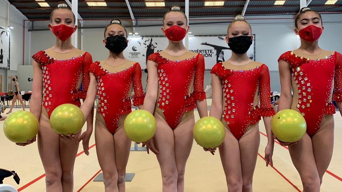 Las cinco participantes del Séneca alevín base.