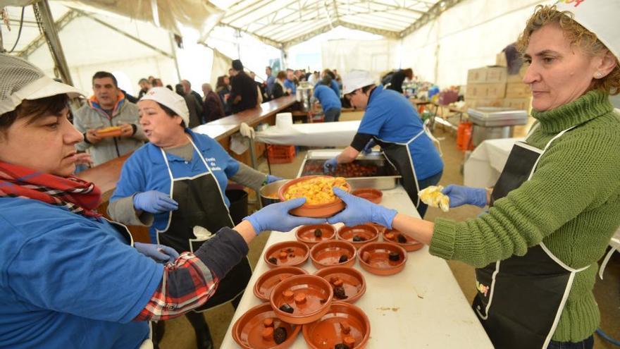 La XIII Festa da Fabada de Marcón prepara más de 1.200 raciones para el 1 de mayo