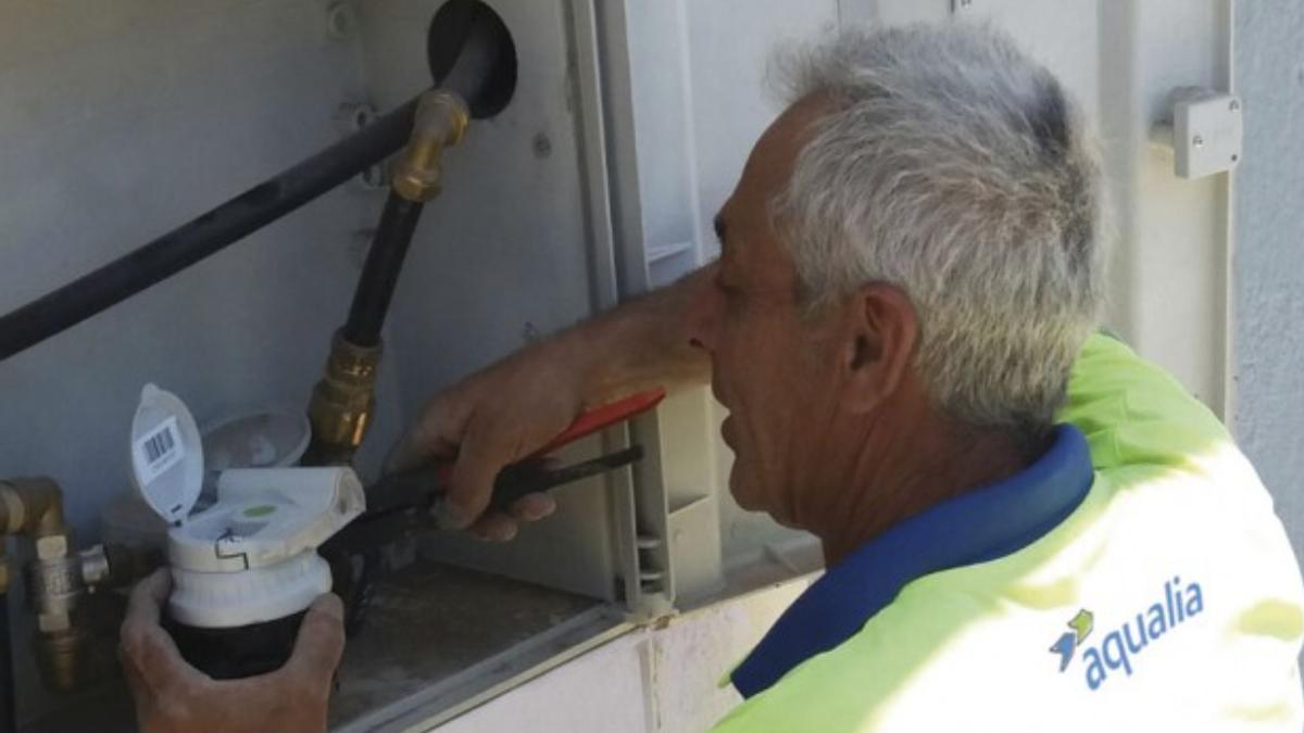 Aqualia realiza trabajos de noche para garantizar el suministro del agua de abasto