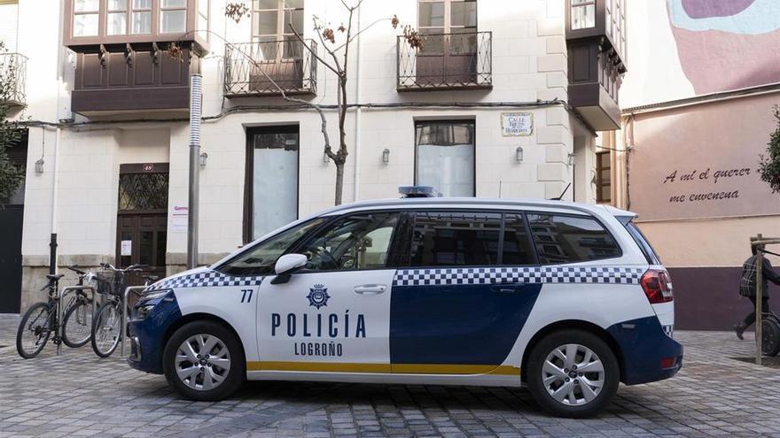 Detenido en Logroño por abandonar a 3 perros en una furgoneta expuesta al sol: han muerto dos de ellos