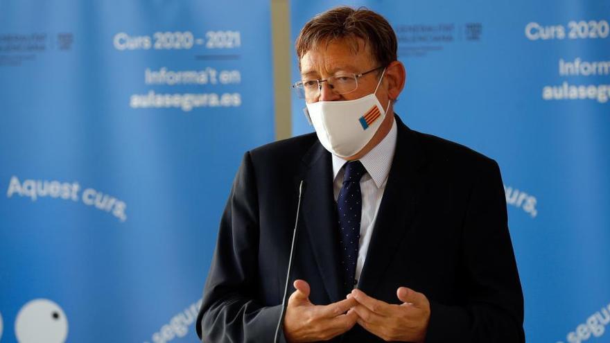 El president de la Generalitat, Ximo Puig atiende a los medios de comunicación tras visitar las instalaciones del colegio Mare Nostrum de València.