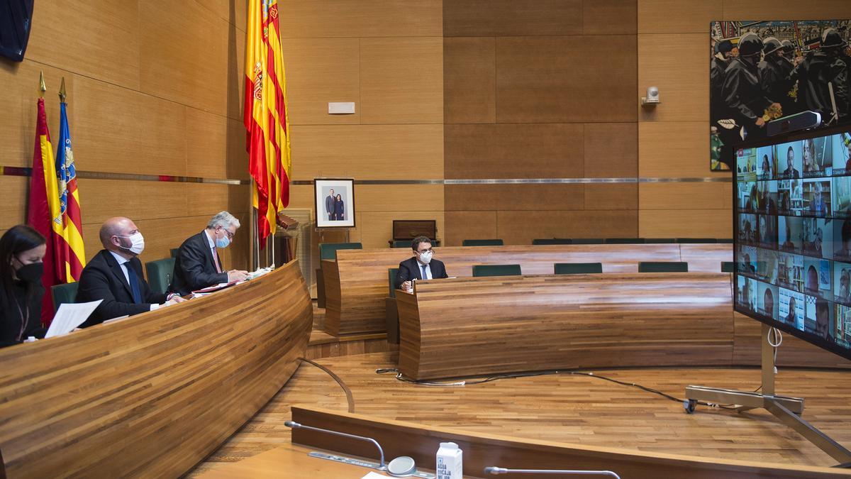 El presidente de la Diputación de València, Toni Gaspar, junto al secretario y la vicepresidenta Mª Josep Amigó.