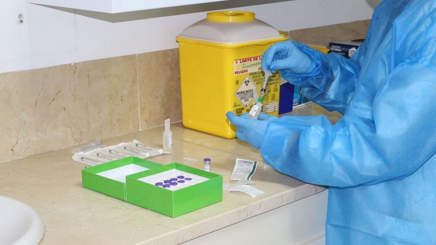 La vacunación contra la covid ya ha llegado a dos de cada tres residencias
