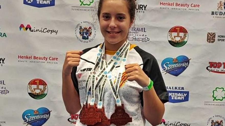 Cuatro bronces de Analía Domínguez en la Copa del Mundo de kick boxing de Hungría