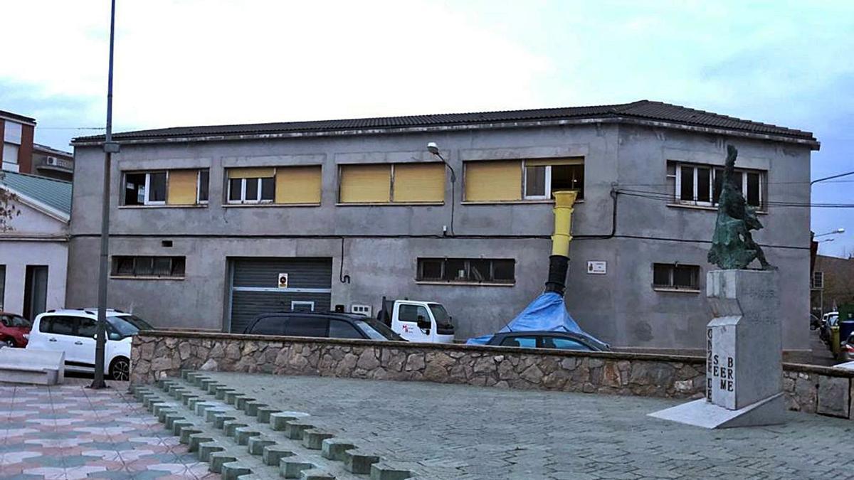 Edifici de l'antiga Tèxtil Montserrat, on es proposa fer un mural   ARXIU/AJUNTAMENT DE SANT VICENÇ