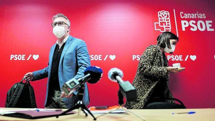 El PSOE exige la dimisión de los cargos de La Palma que se vacunaron del Covid