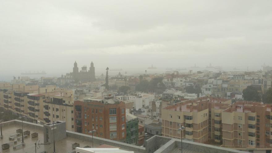 La borrasca 'Bárbara' se aleja pero deja récords de lluvia y viento, también en Canarias