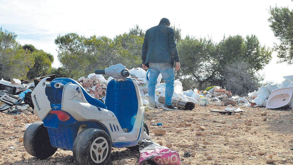 The remains of work, furniture and toys that are part of the illegal landfill hidden between a graffiti near Clot de Galvany