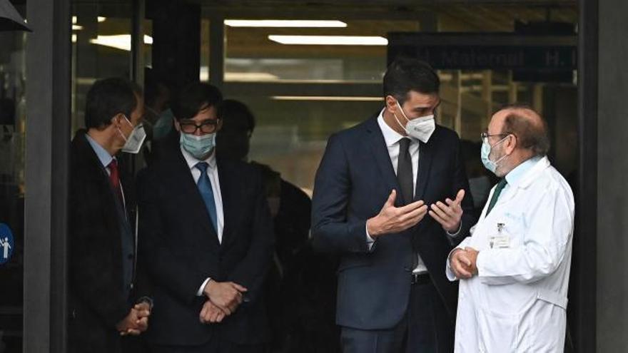 Sanchez e Illa, abucheados a su llegada al hospital de La Paz