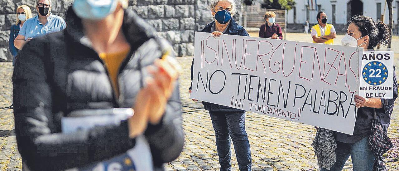 Protesta de empleados públicos interinos en Santa Cruz de Tenerife.