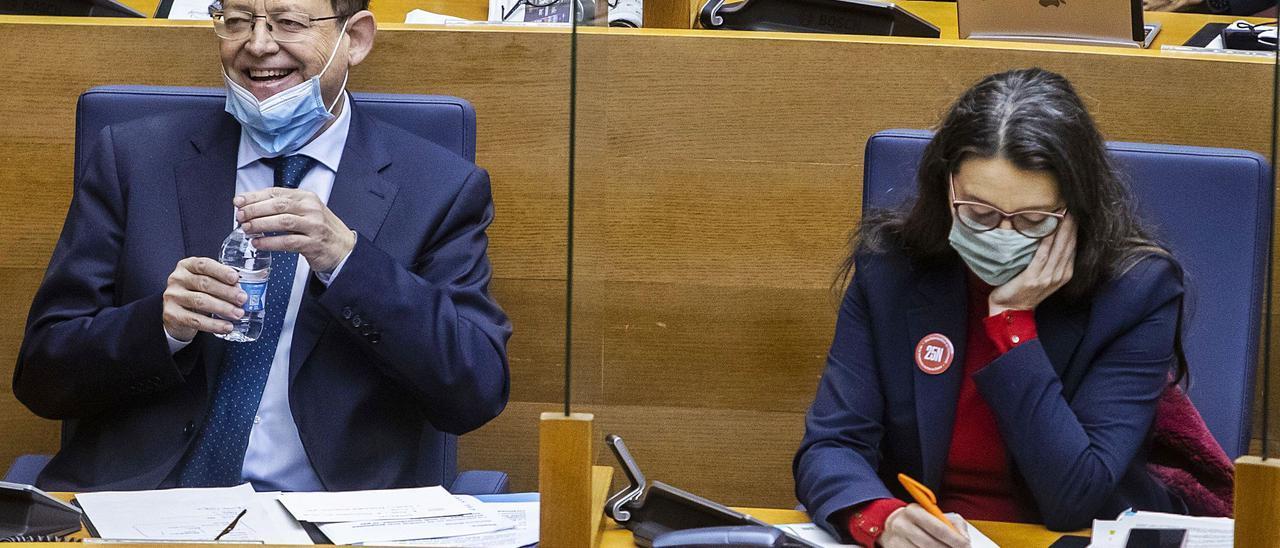 Ximo Puig y Mónica Oltra, este jueves en las Cortes Valencianas.