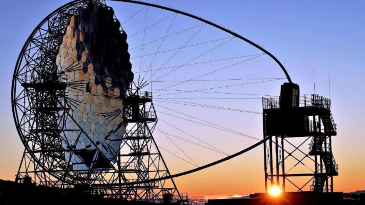 Instalación del telescopio LST de la red Cherenkov en el Roque de Los Muchachos, en La Palma.