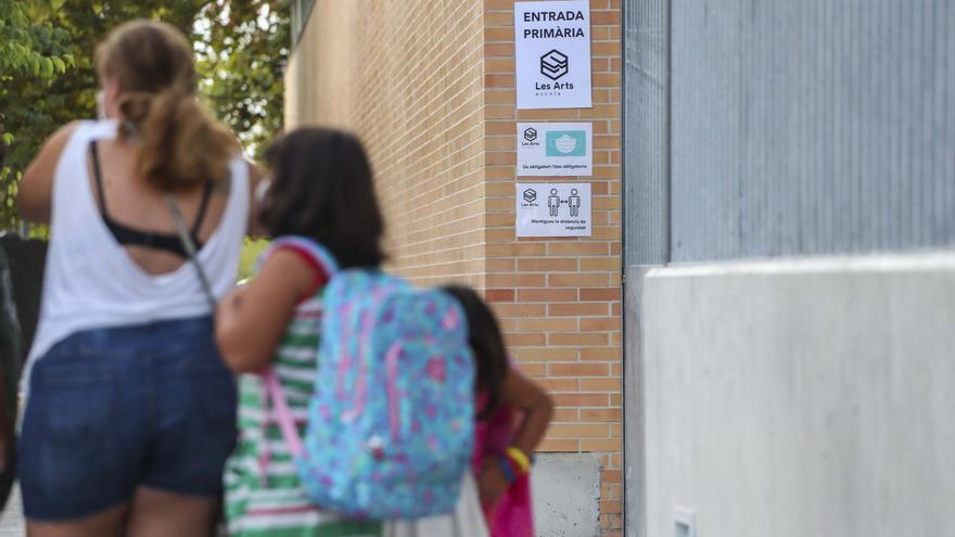 Treinta y tres aulas de 25 colegios permanecen confinadas por la covid