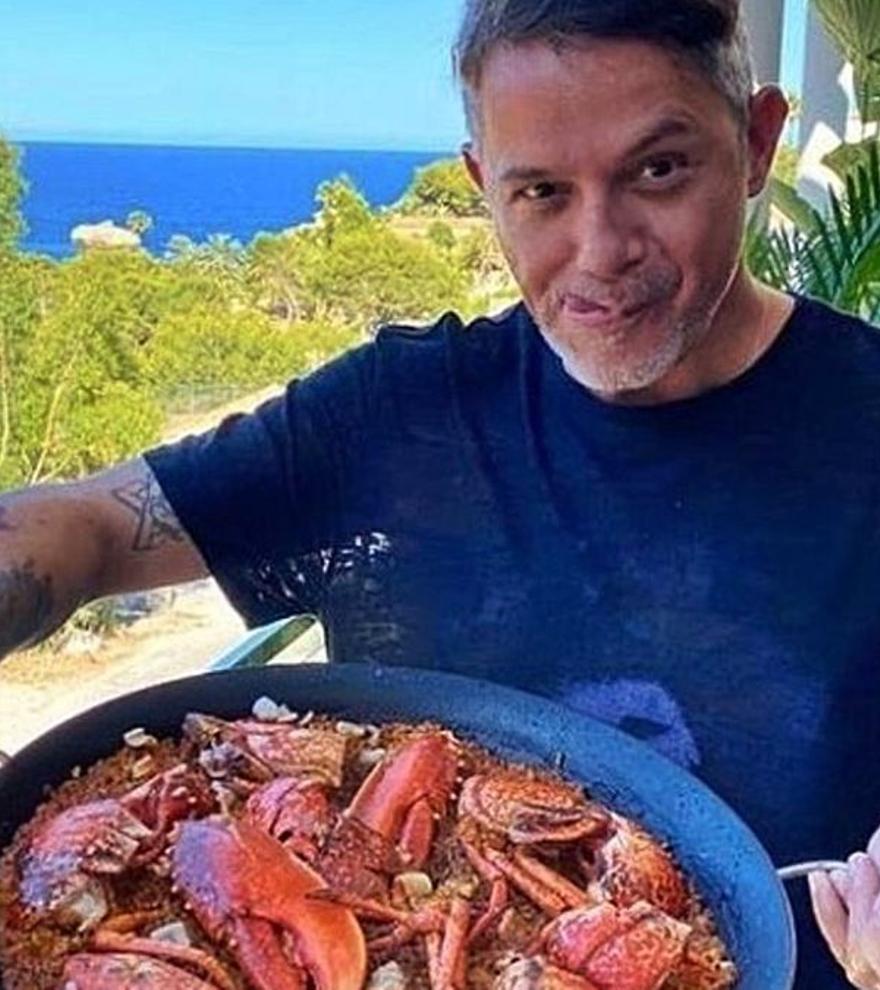 Las vacaciones de Alejandro Sanz y su paella atiborrada de bogavante