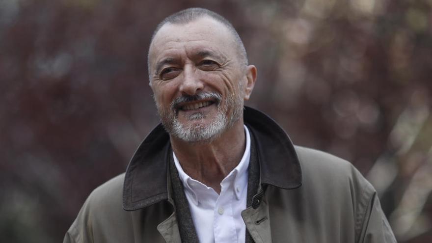 Pérez-Reverte publicará el 6 de octubre 'Línea de fuego'