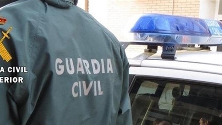 Detenidos dos jóvenes por una veintena de robos en casas y vehículos en Coín