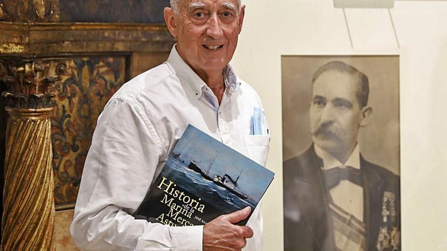 García López presenta en Gijón su tercer tomo sobre la Marina mercante asturiana