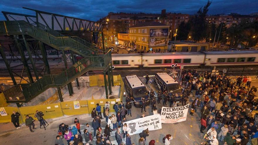 La protesta en las vías cumple un año con el logro de evitar el AVE en superficie