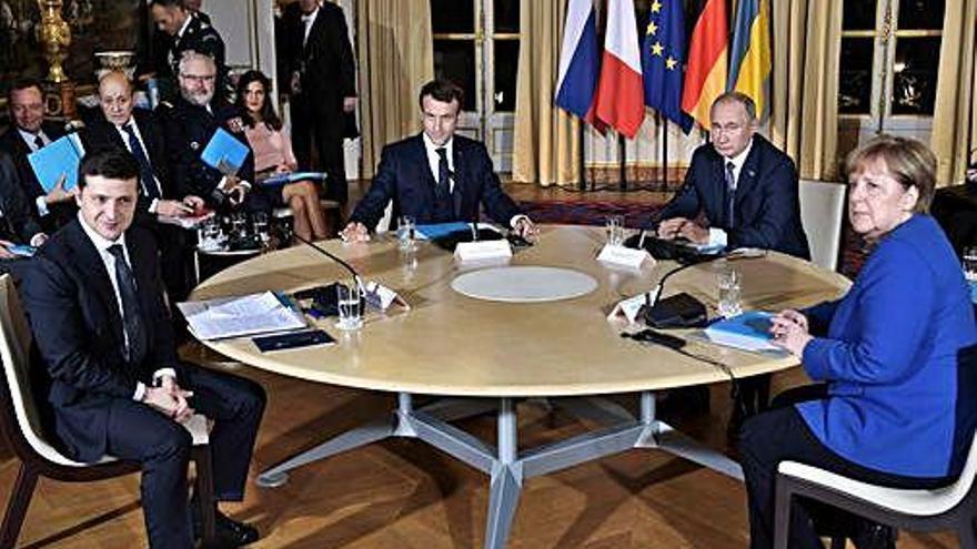 Els presidents de Rússia i Ucraïna es reuneixen per resoldre la crisi de Crimea