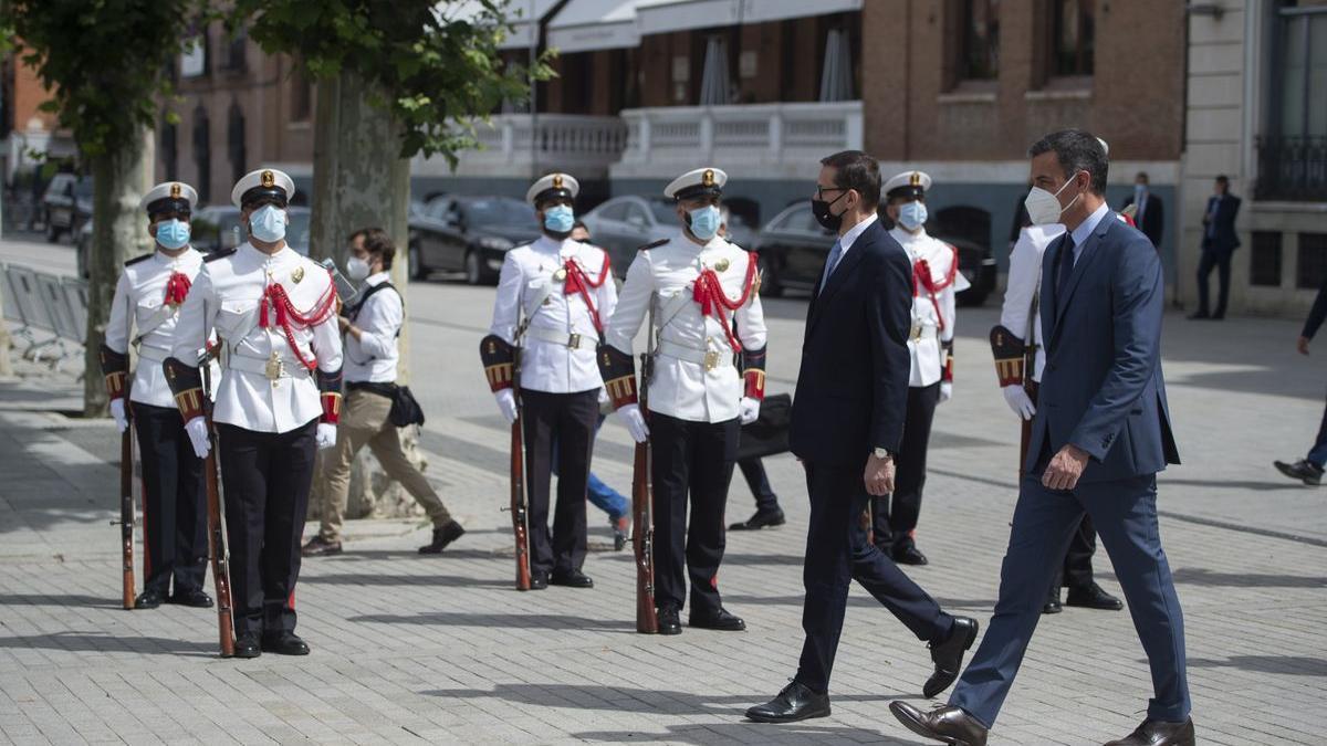 El presidente del Gobierno, Pedro Sánchez, y el primer ministro Mateusz Morawiecki, en el arranque de la XIII Cumbre Hispano-Polaca.