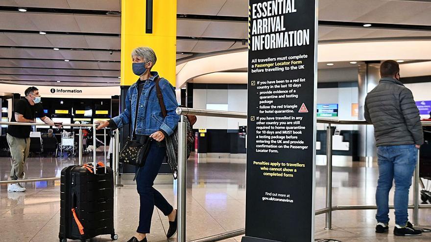 Bruselas pide reabrir las fronteras de la UE a los turistas vacunados en terceros países