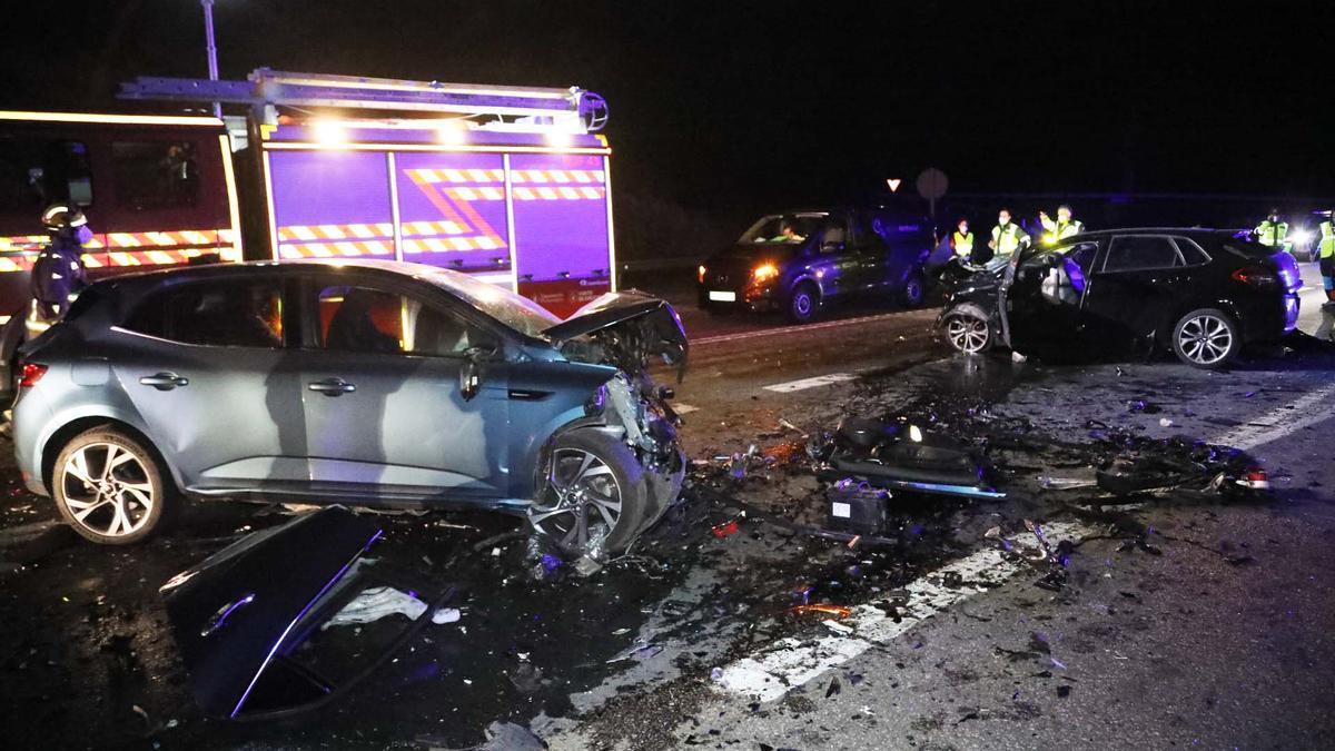 Estado en el que quedaron los vehículos implicados en el accidente mortal.