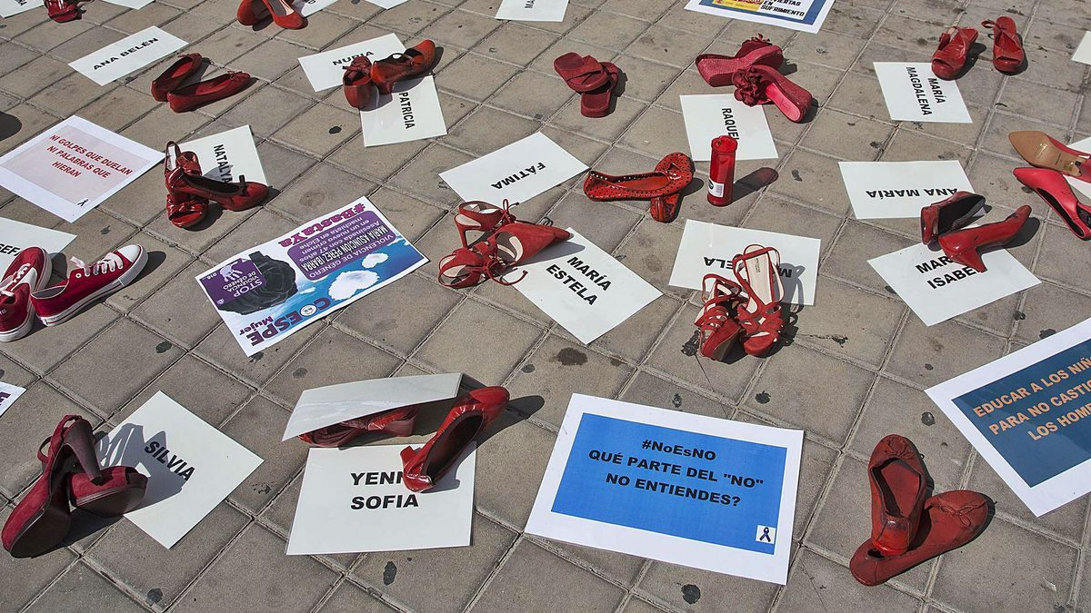Imagen de archivo de un acto de protesta contra la violencia machista en la Subdelegación del Gobierno de Alicante.