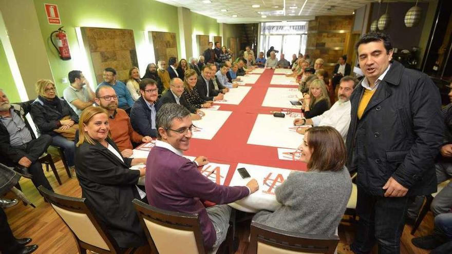 Madina insta a los socialistas de Pontevedra a decidir entre pasado y futuro