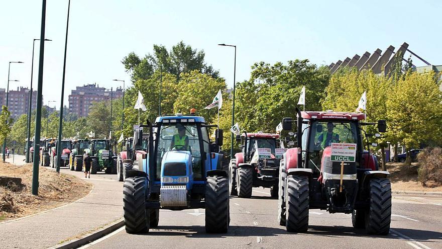 Una tractorada en Valladolid pide la PAC para los agricultores