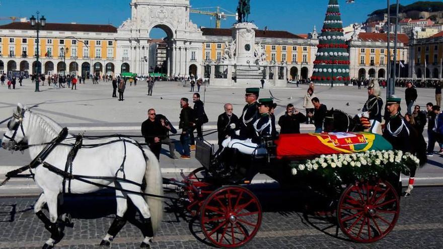 España eleva su representación en el funeral de Soares y envía al Rey a Lisboa