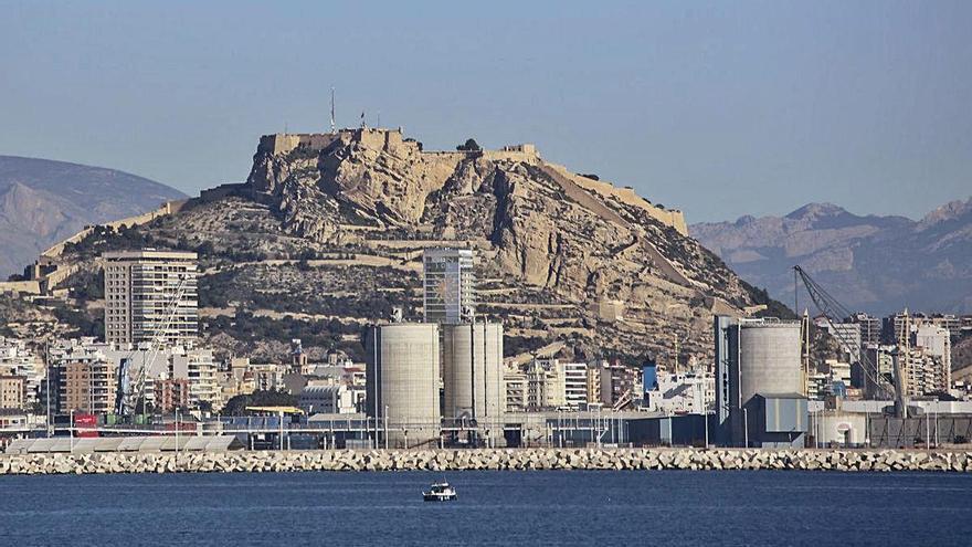 El Puerto exige a la empresa de alquitrán un informe de impacto ambiental para mantener la actividad