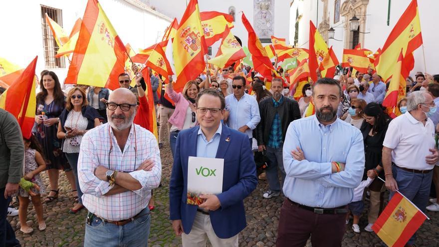 Más de un centenar de simpatizantes de Vox celebran el Día de la Hispanidad en Córdoba