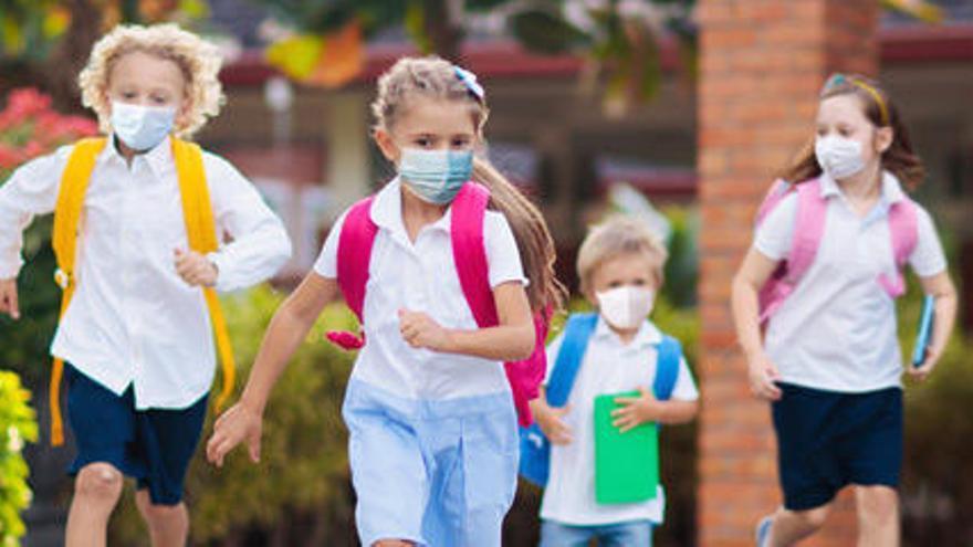 No llevar al niño al cole por la covid-19: ¿absentismo o causa justificada?