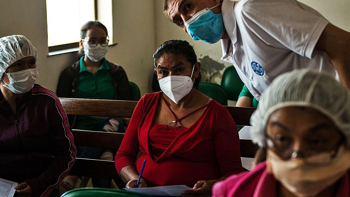 Manos Unidas forma sobre el COVID-19  sanitarios de Bolivia.   | // CLAUDIA BELAUNDE