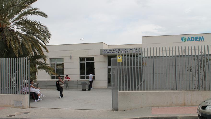El Ayuntamiento de Torrevieja excluye a ADIEM de sus ayudas a entidades sin ánimo de lucro