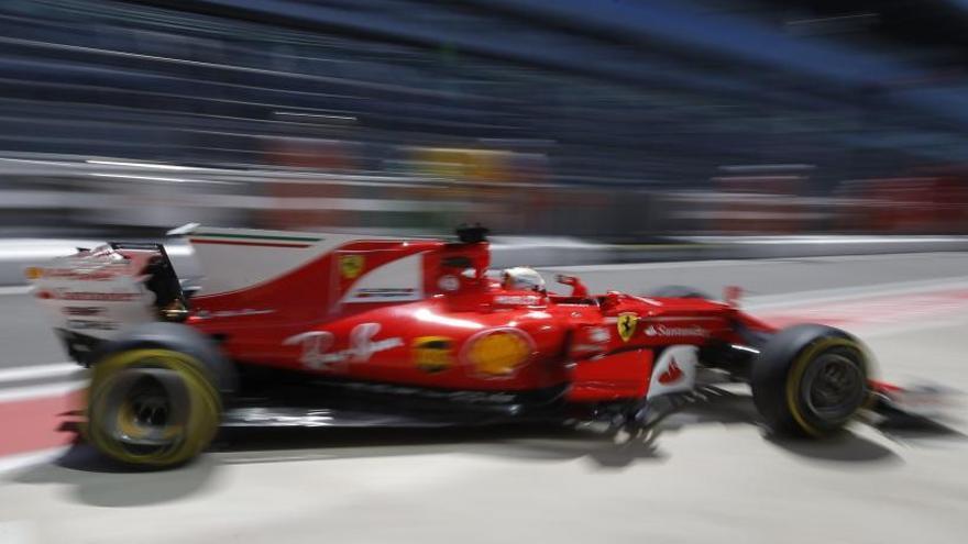Vettel domina los libres de Rusia y Alonso mejora