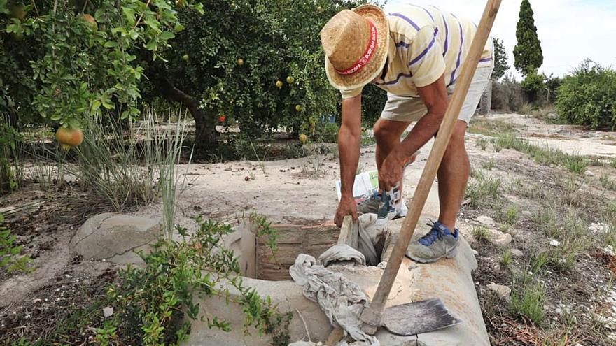 El Gobierno recorta el trasvase en el mes del año que más agua se consume para riego y turismo