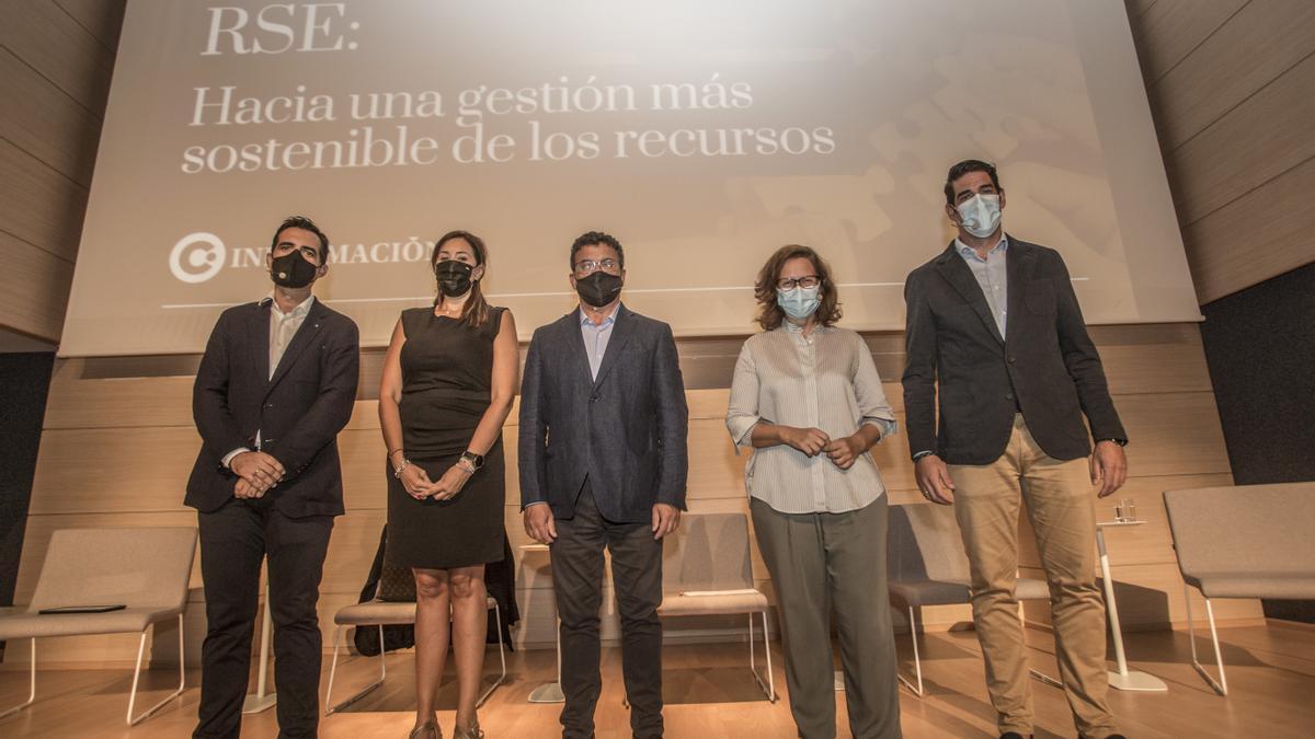 De izquierda a derecha: Luis Consuegra (Mercadona), Vanesa Pérez (Grupo Soledad), Toni Cabot (INFORMACIÓN), Irene Bajo (UA) y Luis Perea (Terra Natura)