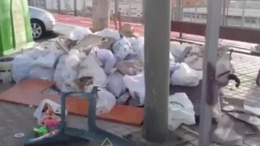 """""""Esto cada día"""": Limpieza muestra de la basura y trastos que encuentra en la ciudad"""